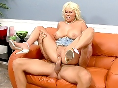 Carly Parker in a new platina blonde due 4 mpgs